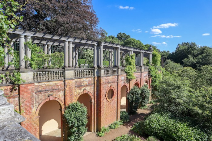 Things to do in Hampstead, Pergola Hill Garden