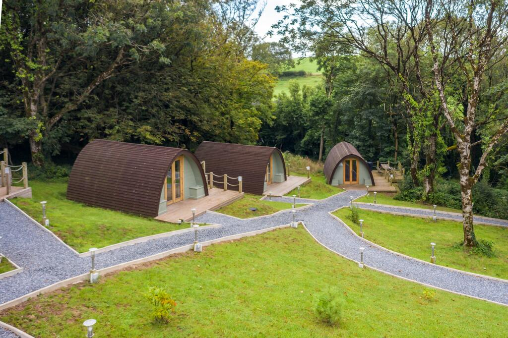 Pods at Broadway Garden, glamping pod with hot tub wales