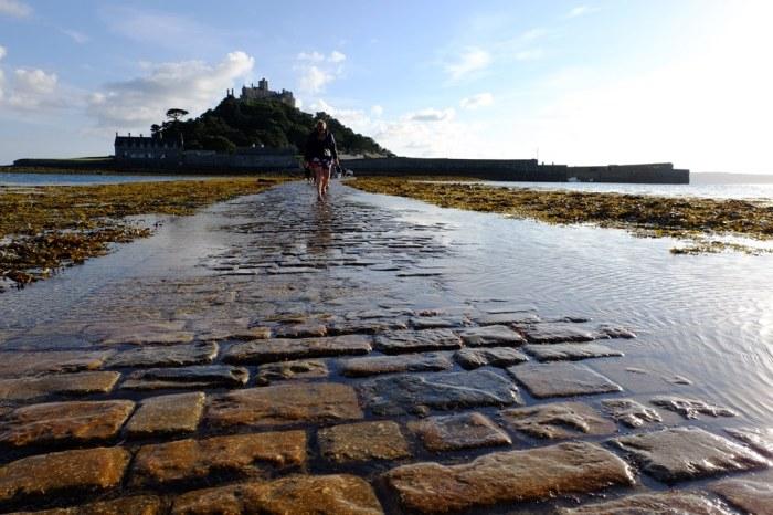 hidden gems in Cornwall, st michaels mount causeway