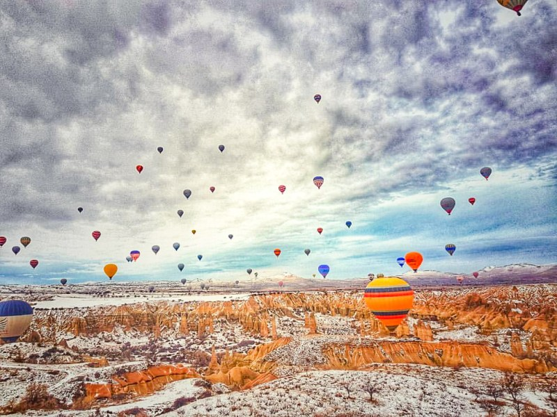 best time to visit Cappadocia, snow and hot air balloons