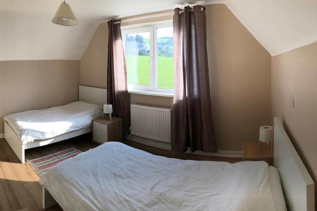 Little Mead Cottage Tenby Twin Bedroom