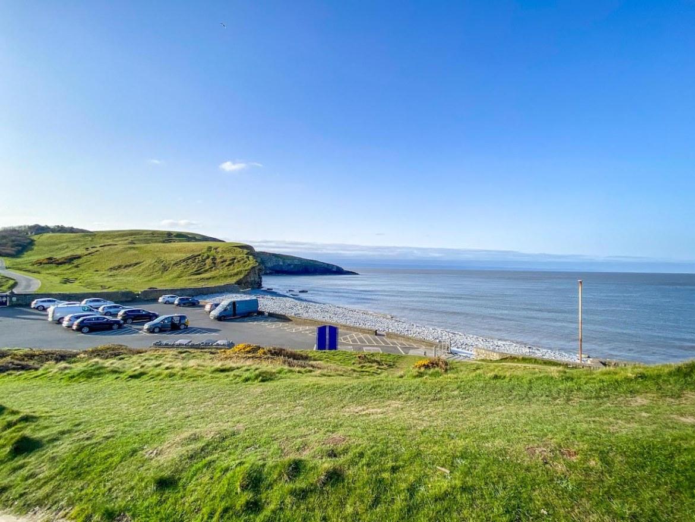 beaches near Cardiff, Dunraven Beach