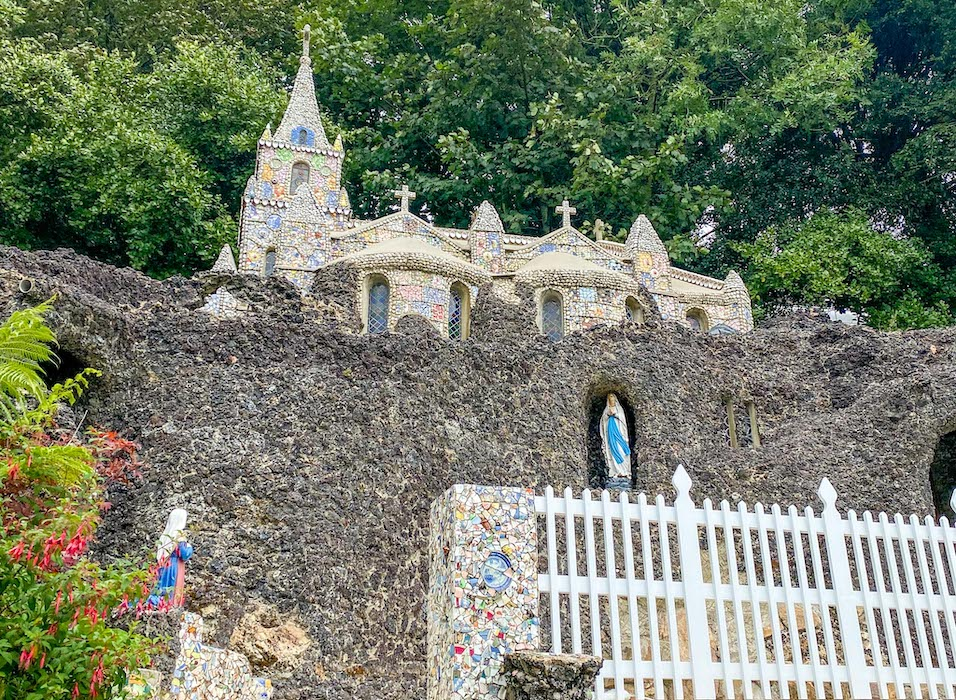 Things to do on Guernsey, Little Chapel outside