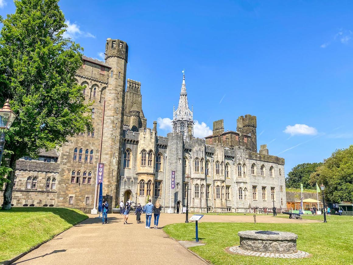 things to do in Cardiff, Cardiff Castle outside