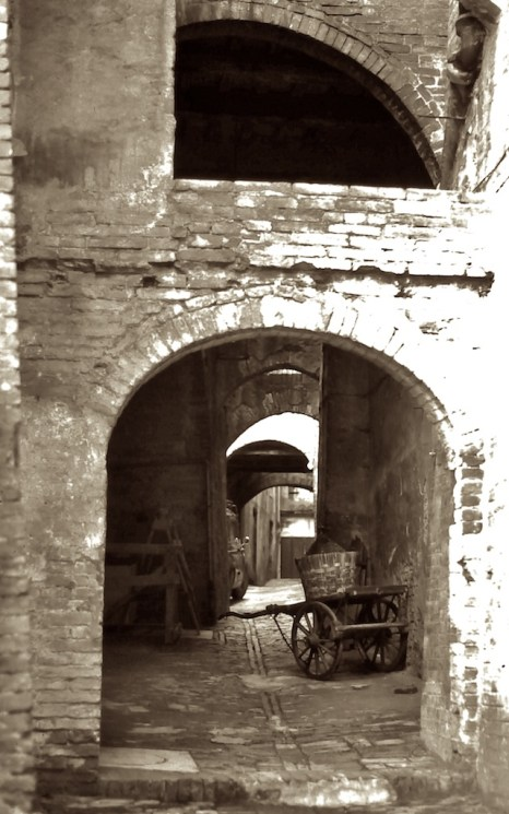Wandering the Back Streets - Through to the back gate, Sienna