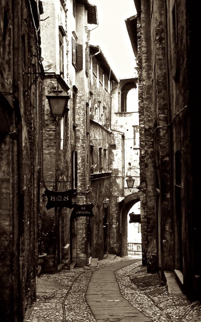 Wandering the Back Streets - Spoleto Cobbled Street