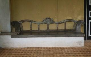 Waiting bench, Lunuganga