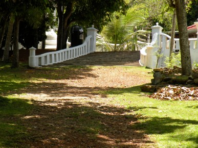 To the temple - a well trodden pathway