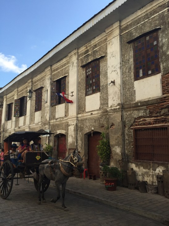 Antique houses and calesas in Calle Crisologo