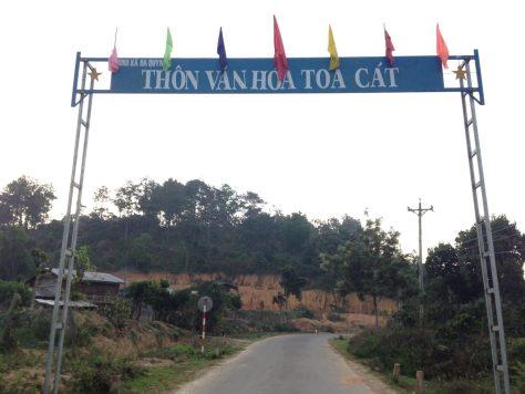 Ta Nang Trek: Toa Cat Village marker