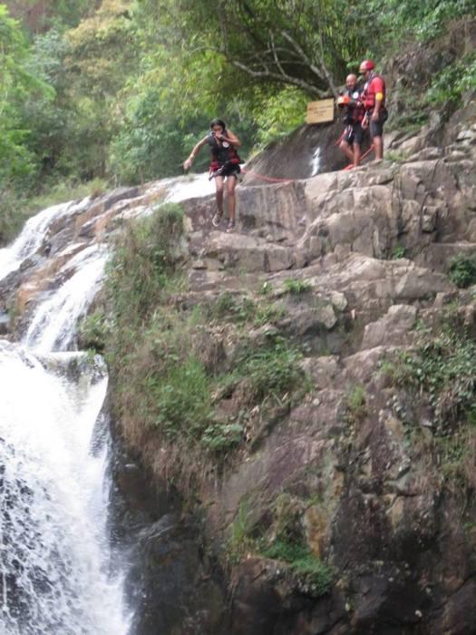 10-meter jump (Dalat Canyoning)