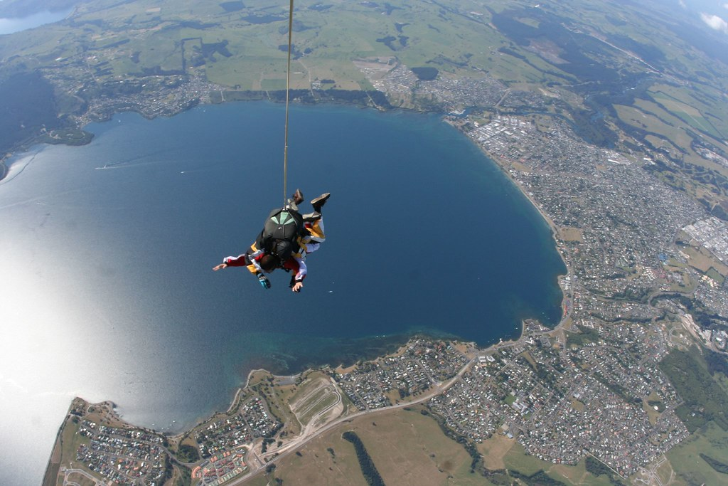 Tandem sky diving in Lake Taupo