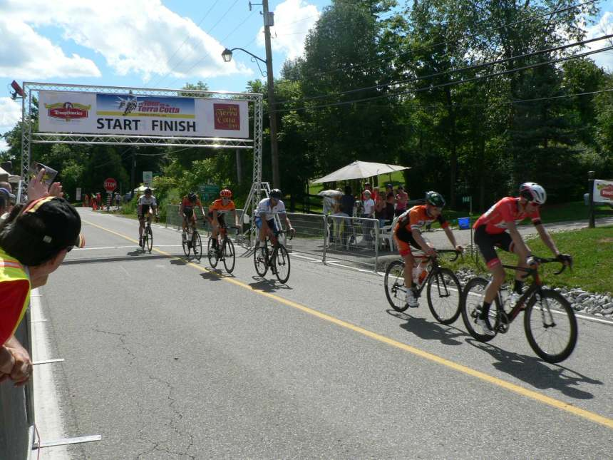 The break kept working hard to stay away as they came through the finish with only a few laps to go.