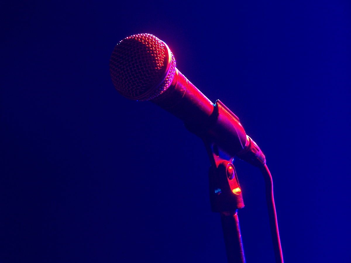 1200px-Microphone