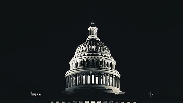 wide-U.S._Capitol_Building_in_Black_&_White