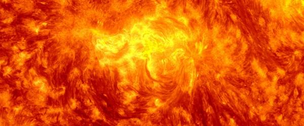 Región Activa 1654 ha recorrido medio al otro lado de la Tierra frente al lado del Sol y ahora está en ángulo recto hacia la Tierra.  El 13 de enero, esta enorme mancha solar alcanzó su tamaño máximo medido como más de 193 000 km (120, 000 millas) de ancho diámetros terrestres de largo o 15) de extremo a extremo.  Esta gran mancha solar era aún visible a simple vista desde la Tierra cuando el Sol se apagaron por las nubes o la niebla.  Este grupo de manchas solares con complejas configuraciones del campo magnético sólo ha producido un par de llamaradas de tamaño mediano solares (M-llamaradas de clase) y unas pocas docenas de pequeños tamaño de la clase C-bengalas.  Fue ...