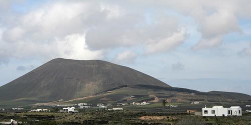Nuevos disturbios se ha notado en torno a 5 volcanes, actividad en curso se informó durante 9 volcanes.  Este informe se refiere a los volcanes activos del mundo registran desde 9 enero a 15 enero 2013 sobre la base de Smithsonian / USGS criterios.  Nueva actividad / disturbios: | Copahue, Central frontera Chile-Argentina | Etna, Sicilia (Italia) | Kizimen, Este de Kamchatka (Rusia) | Medvezhia, Iturup Island | Stromboli, Islas Eolias (Italia) Actividad en curso: | Chirpoi, Islas Kuriles ( Rusia) | Iliamna, Suroeste Alaska | Karymsky, Este de Kamchatka (Rusia) | Kilauea, Hawai (EE.UU.) | Little Sitkin, Islas Aleutianas | Manam, al noreste de Nueva Guinea (SW Pacific) | Sakura-jima, Kyushu | Shiveluch, Centro de Kamchatka (Rusia) | Tolbachik, Central Kamchatka ...
