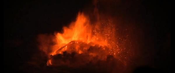 En el primer paroxismo cierto en Mt.Etna en Italia, después de nueve meses, el volcán dio a luz a nuevas fuentes de lava y flujos de lava desde el cráter Nueva SE.  La actividad estromboliana aumentado rápidamente y se combina con fuentes de lava el 19 de febrero de 2013.  INGV Sezione di Catania reportó un flujo de lava alcanzó cerca de 2600 m de altitud en la ladera norte de Sierra Giannicola Picola y descendió al Valle del Bove.  Una fase de fuerte actividad estromboliana tuvo lugar durante la noche del 17 de febrero de 2013 a la Nueva cráter SE.  La fuerte actividad estromboliana comenzó el 18 de febrero de 2013 y aumentó progresivamente y se combina con fuentes de lava de febrero ...