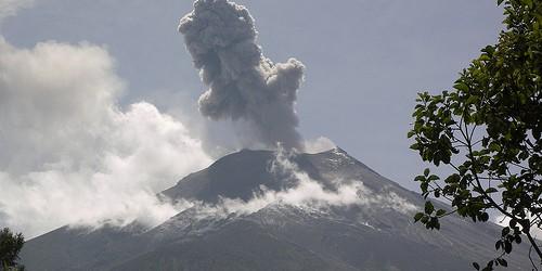 Aumento de la actividad sísmica que se informa en Ecuador volcán Tungurahua, comparable a la de diciembre de 2012, cuando el volcán había entrado en erupción con pluma de cenizas de más de 7 km.  La actividad en Tungurahua se ha ralentizado desde entonces, pero de nuevo el 25 de febrero y el 27, cinco temblores se registraron con actividad continua de lava subterráneo.  Total de 80 temblores se han registrado hasta 01 de marzo, que se producen en intervalos cortos.  Instituto Ecuatoriano Geophisic informes de emisiones de gases y cenizas de la rejilla de ventilación abierta del volcán.  Teniendo en cuenta que este volcán está a sólo 80 kilómetros de la ciudad capital, Quito, públicas se aconseja continuar el monitoreo ...