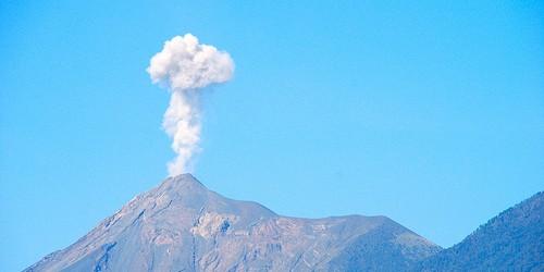 Esta semana, 9 volcanes se observaron a tener una nueva actividad y la actividad en curso se informó para el mismo número de volcanes.  Este informe se refiere a los volcanes activos del mundo registrado desde febrero 27 a marzo 5 2013 sobre la base de Smithsonian / USGS criterios.  Nueva actividad / disturbios: | Cleveland, Chuginadak Island | Etna, Sicilia (Italia) | Fuego, Guatemala | Pacaya, Guatemala | Reventador, Ecuador | Rincón de la Vieja, Costa Rica | Stromboli, Islas Eolias (Italia) | Tungurahua, Ecuador | White Island, Nueva Zelanda actividad en curso: | Chirpoi, Islas Kuriles (Rusia) | Fuego, Guatemala | Karymsky, Este de Kamchatka (Rusia) | Kilauea, Hawai (EE.UU.) | Kizimen, Este de Kamchatka (Rusia) | Ruapehu, North ...