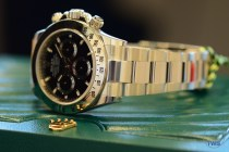Hands-On Review: Rolex Cosmograph Daytona Stainless Steel ref. 116520 (Black) - Sitting on green rolex box