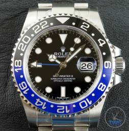Review of the Rolex GMT Master II [116710BLNR] aka 'The Batman' Close up of dial and bezel