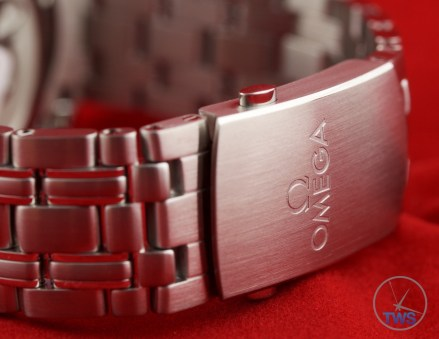 Omega Rio 2016 Olympic Limited Edition Seamaster Diver 300m: Hands On Review [522.30.41.20.01.001] - Folding clasp with Omega Signature in stainless steel