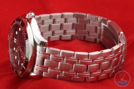 Omega Rio 2016 Olympic Limited Edition Seamaster Diver 300m: Hands On Review [522.30.41.20.01.001] - Omega laying on its side with bracelet and folding clasp