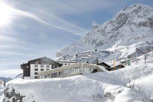 aussenansicht_winter_hotel_zuerserhof