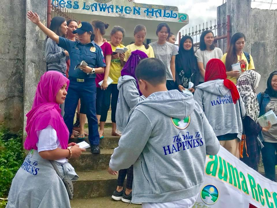 In Pictures: Book Distribution in Marawi