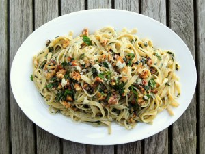 Pasta, fettuccine with gorgonzola and walnuts 1