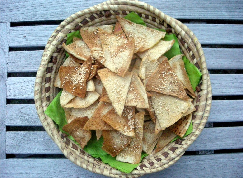Appetizers, chips, crackers and other dunkers, pita toasts with bene seeds 3