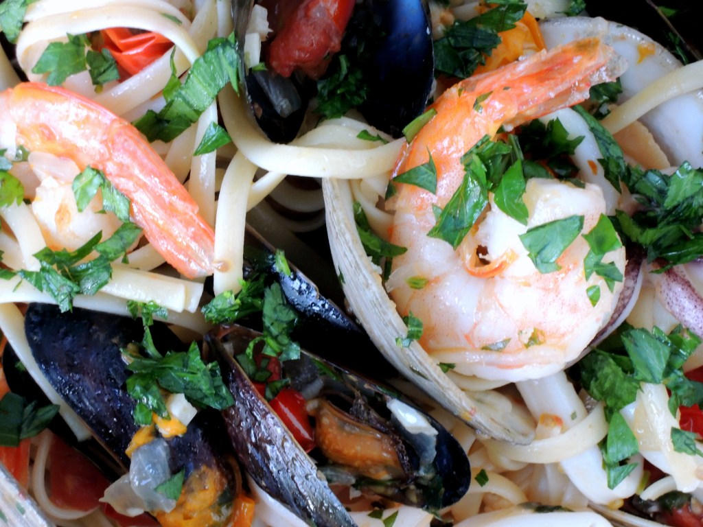 Pasta, linguine alla bucaniera (pirate's style, with clams, shrimp and squid) 3