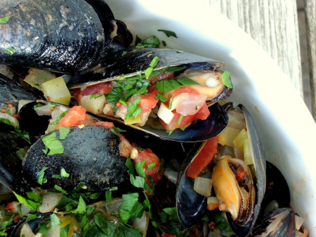 mussels-steamed-in-lager-belgian-moules-frites-3