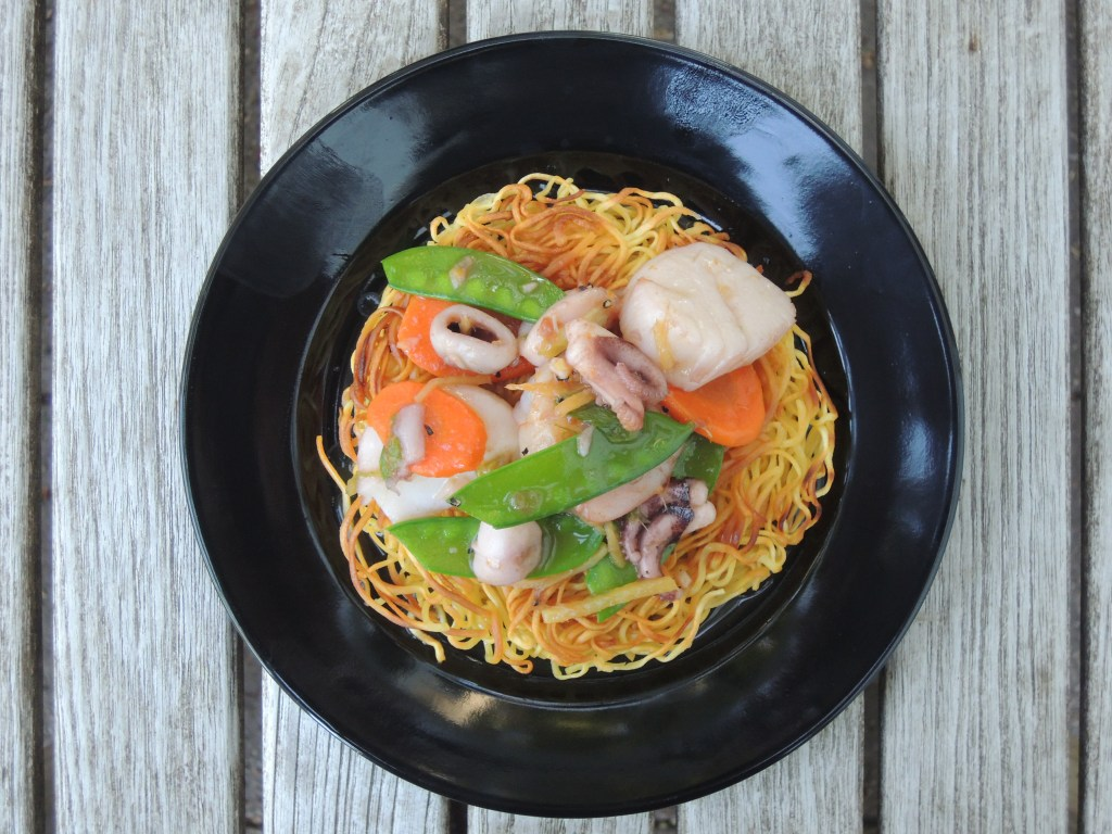 pasta-pan-fried-noodles-with-seafood-and-snow-peas-3