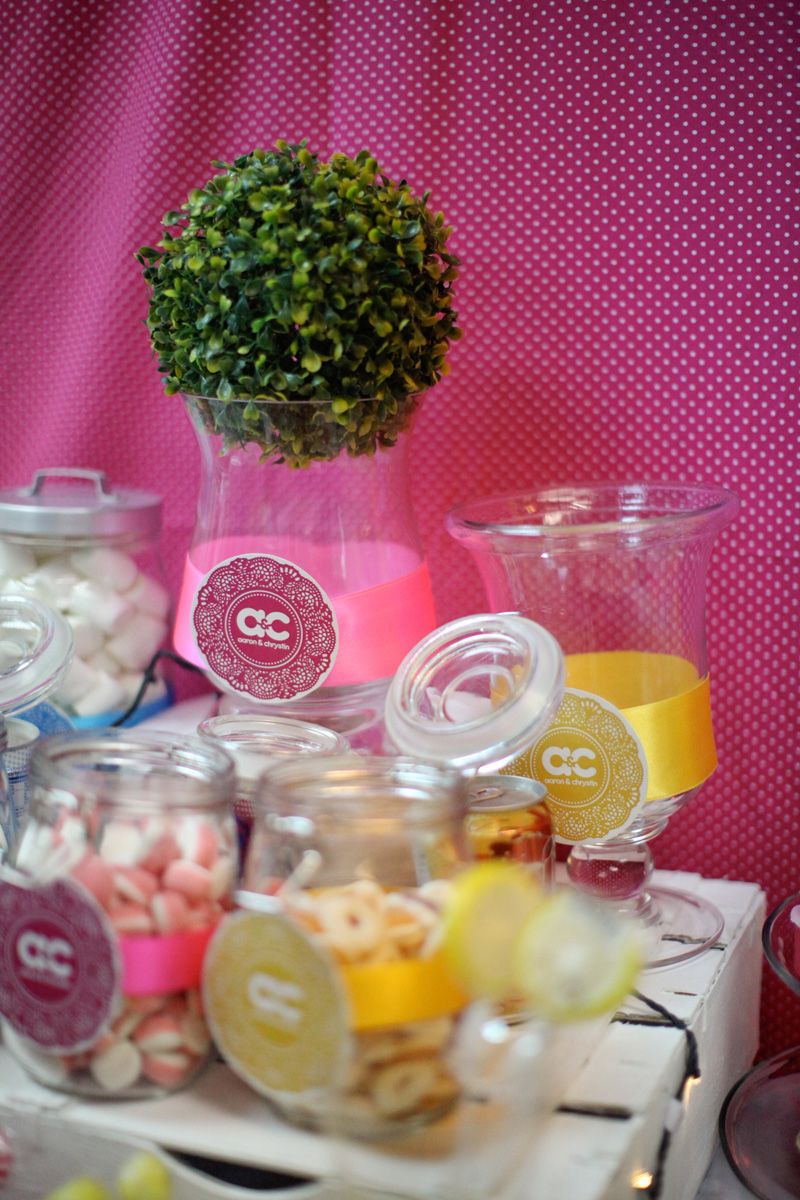 colourful wedding candy bar. Anna Rina Photography