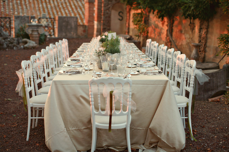 wedding table setup. ZA Gallery. www.theweddingnotebook.com