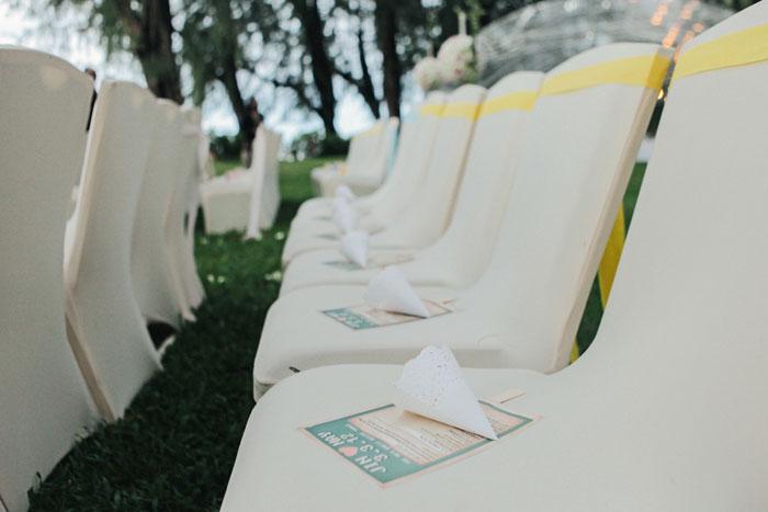 Garden wedding venue at Lone Pine Hotel. Funky Dali Photography. www.theweddingnotebook.com