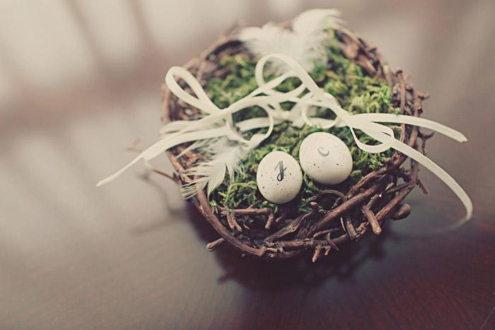 www.theweddingnotebook.com. Photography by One Eye Click. Bird nest ring