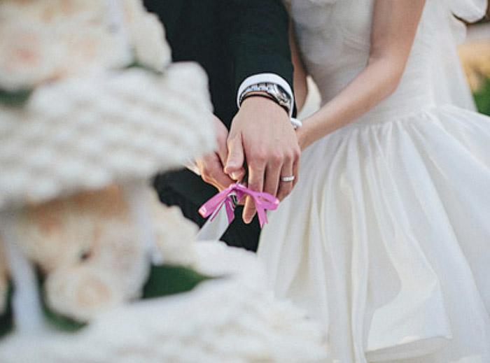 www.theweddingnotebook.com.Photography by History Studio. Wedding cake