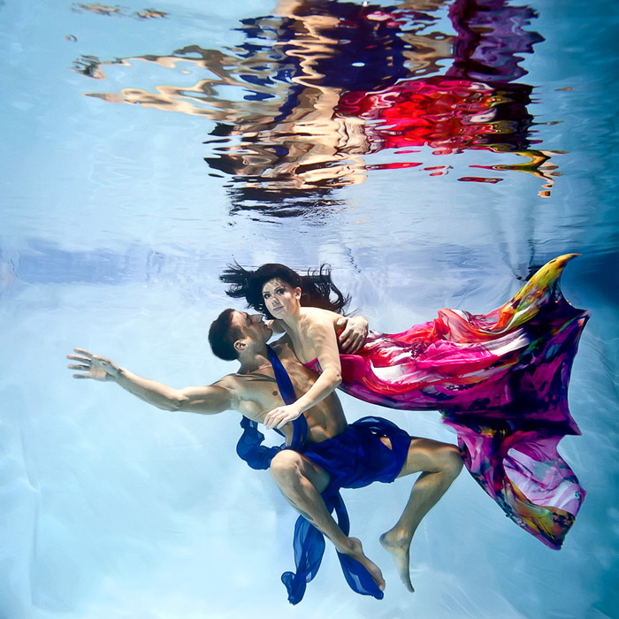 www.theweddingnotebook.com. Rafal Makiela Photography. Underwater photography