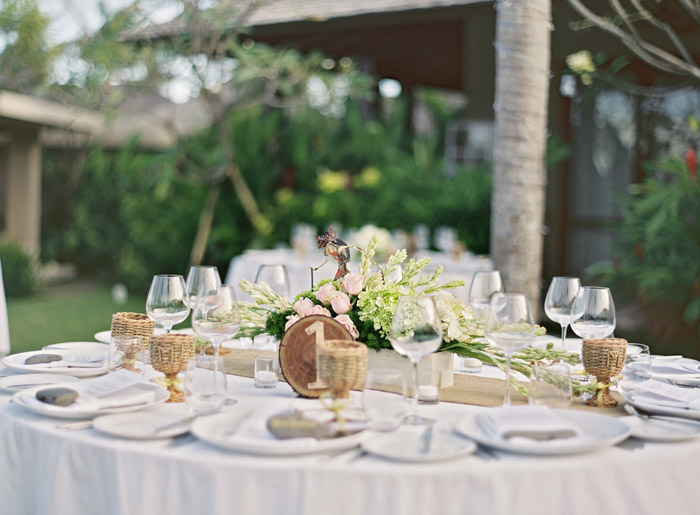 Wedding table décor. Vicki Grafton Photography. www.theweddingnotebook.com