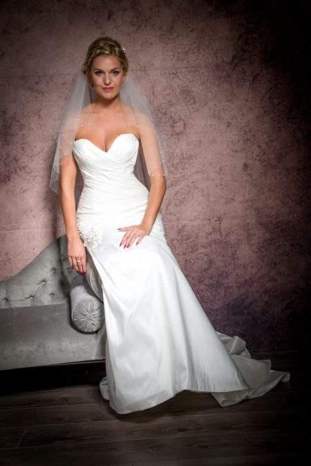 SALE! Melissa – waist length veil with diamante border – white