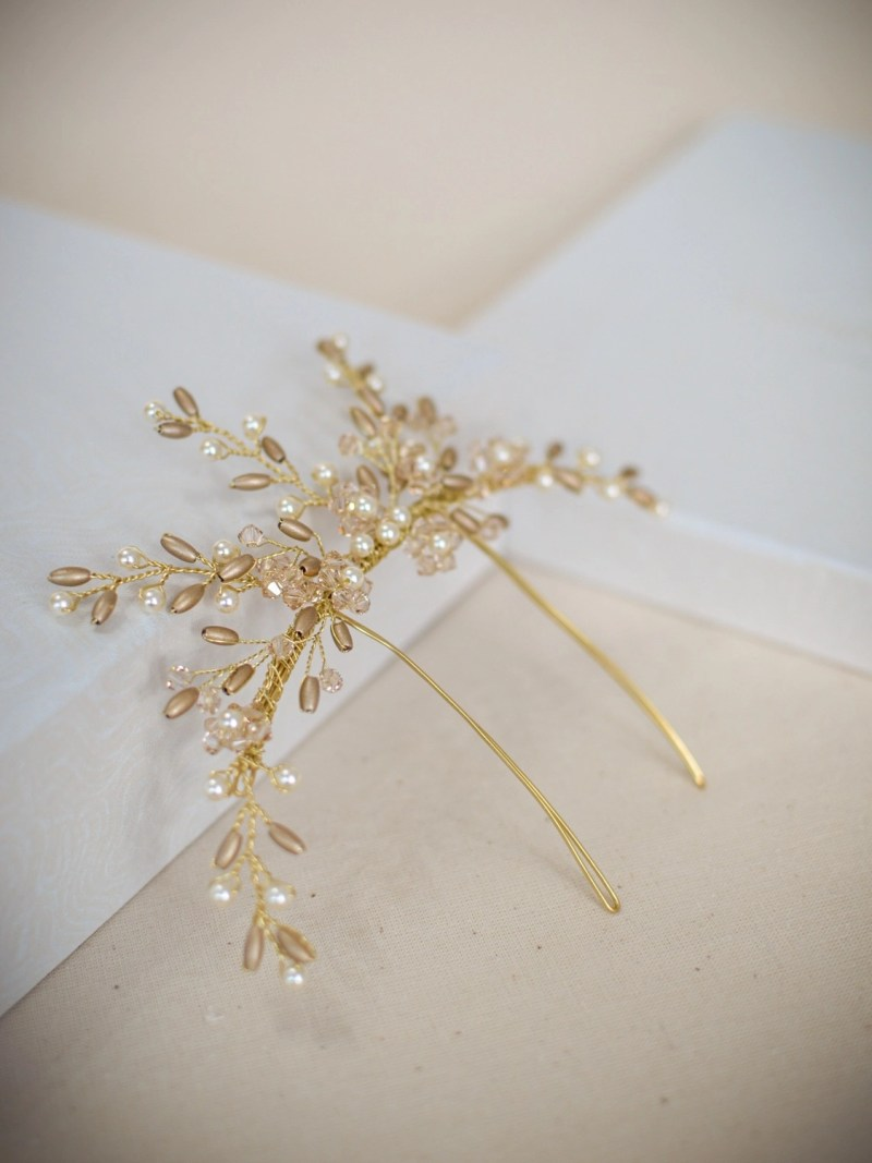 AR559 - handmade crystal & pearl veil comb in gold (2)