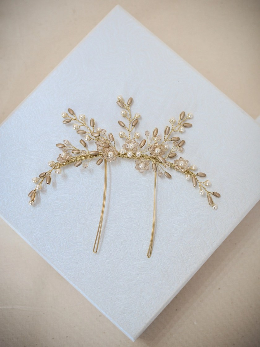 AR559 - handmade crystal & pearl veil comb in gold