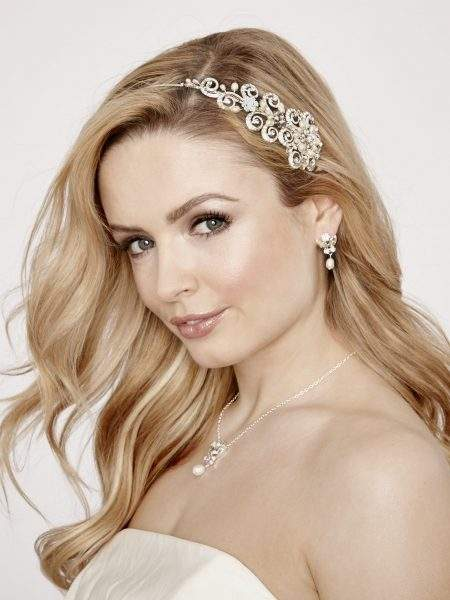 LT544 – pearl & diamante scroll effect headband
