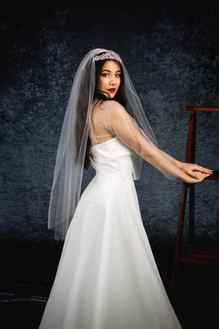 Lauren – single layer fingertip length veil with a pencil edge (3)