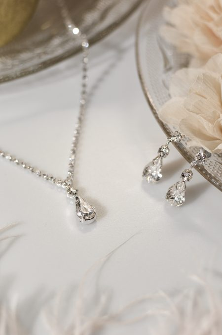 TLS1547 – diamante necklace with a central teardrop & matching earrings