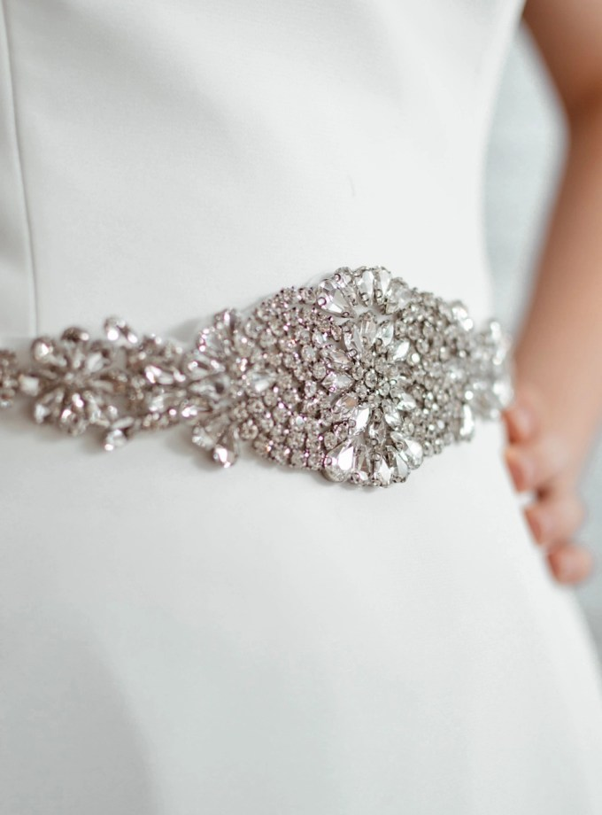 pbb1005 - vintage style diamante bridal belt on model 1