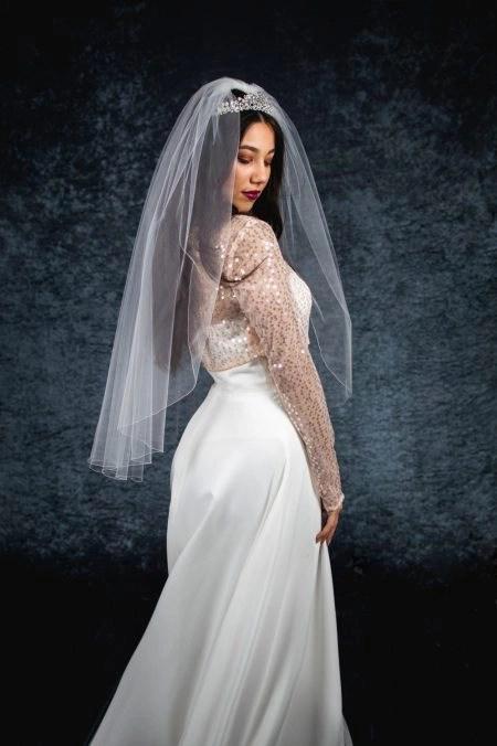 ERICA – single layer hip length veil with a simple edge